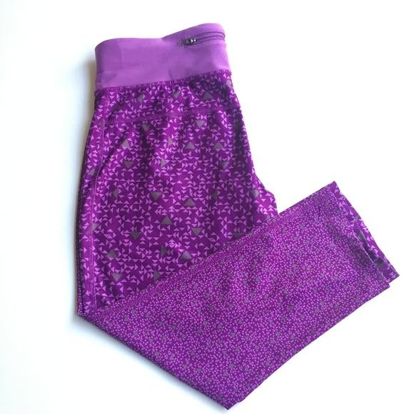 0758554fc1f56 NIKE | Dri Fit Purple Triangle Print Crop Leggings.  M_5a720e998290af779551b757